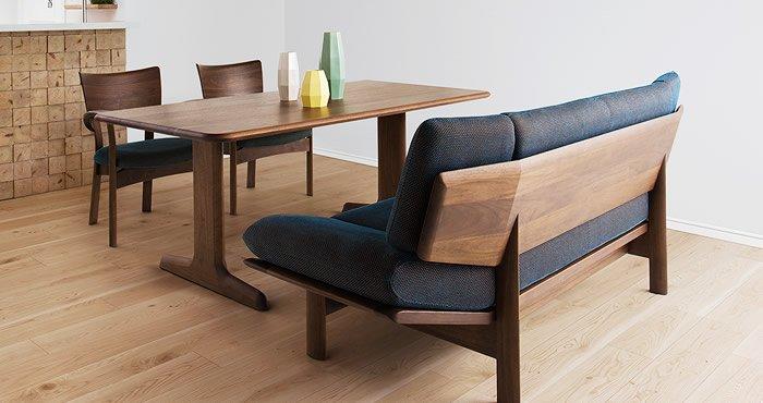 家具シラカワの片側ベンチチェアーのダイニングテーブル