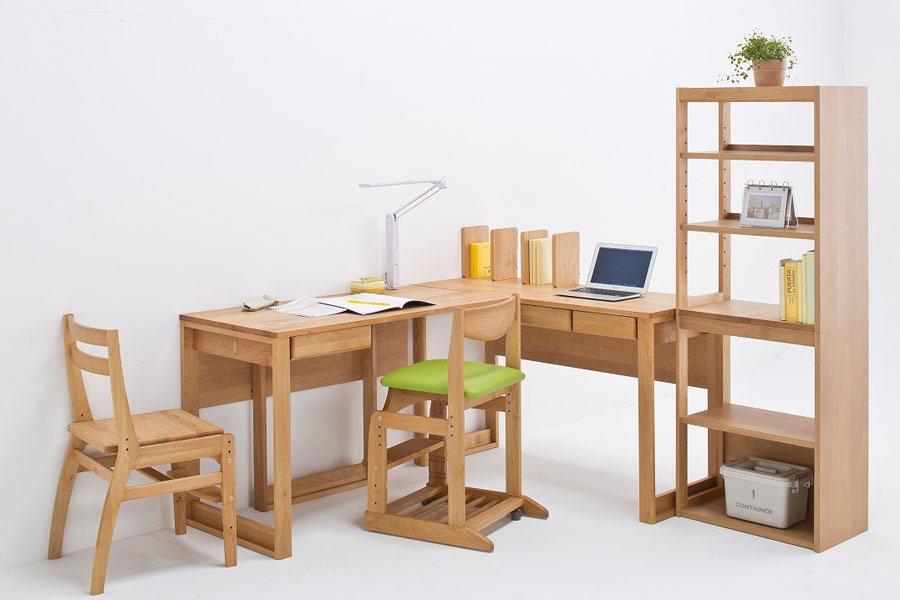 堀田木工の子供の学習机と本棚