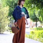 ロングのベロアスカートで大人なトレンドスタイル