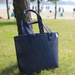 街にビーチに♪水に強いオシャレなトートバッグ