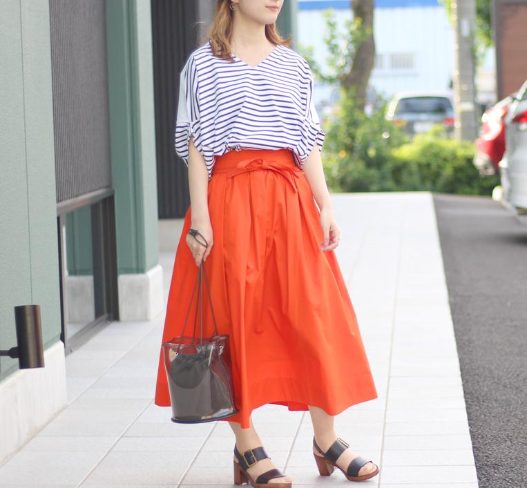 ボーダーカットソー×オレンジスカートのモテコーデ