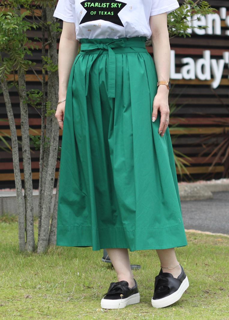 カジュアルに着られるグリーンのフレアスカート