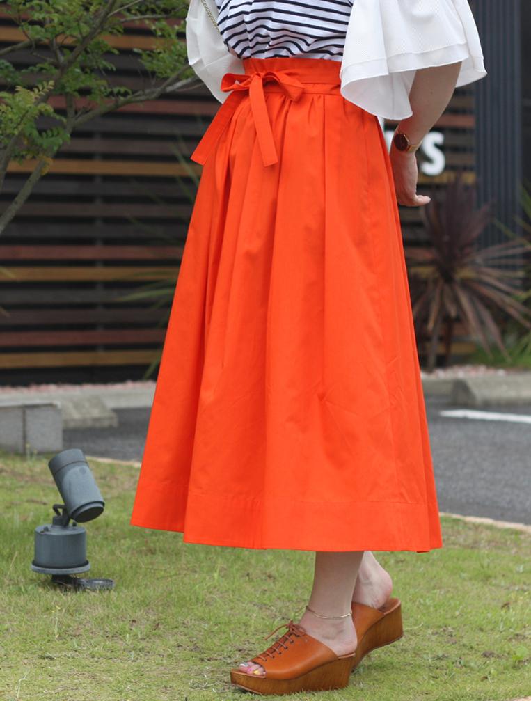 オレンジのフレアスカート