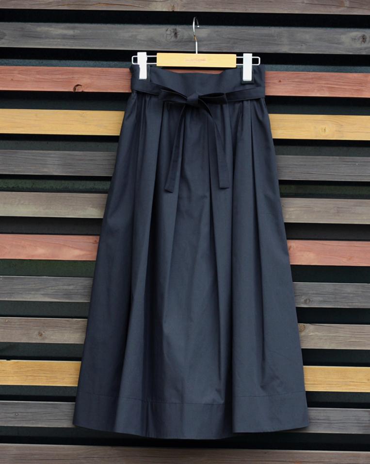 ブラックのフレアスカート