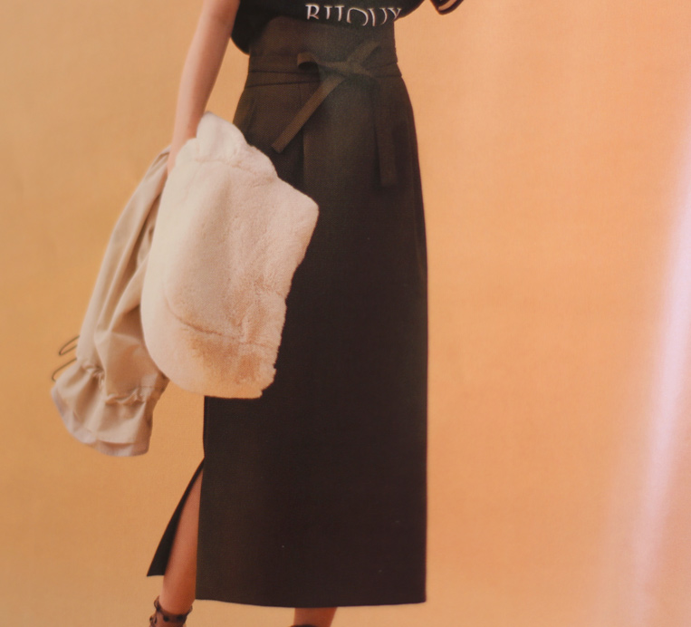 trois2018A/W掲載ロングタイトスカート