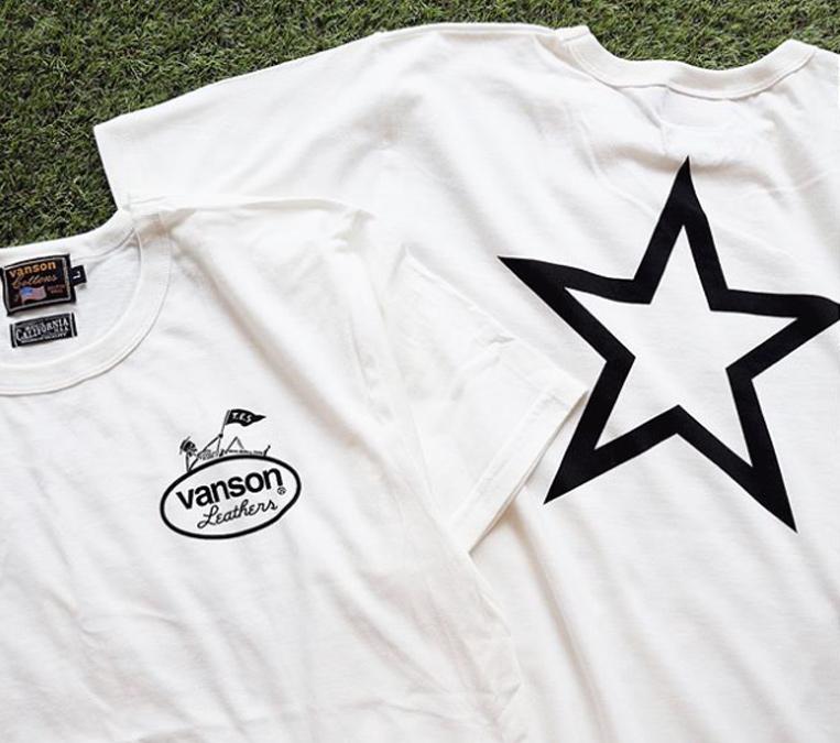 前面はVansonのロゴ、背面はスタープリントのTシャツ