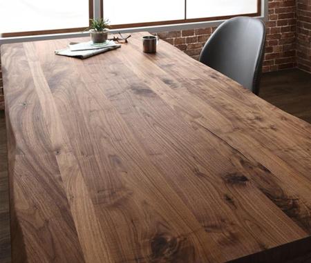 無垢材の集成材で作ったダイニングテーブル