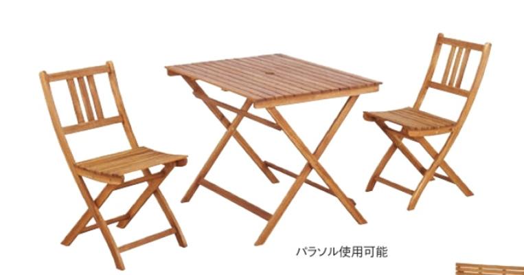 ROOMESSENCEの折りたたみテーブルとイスの写真