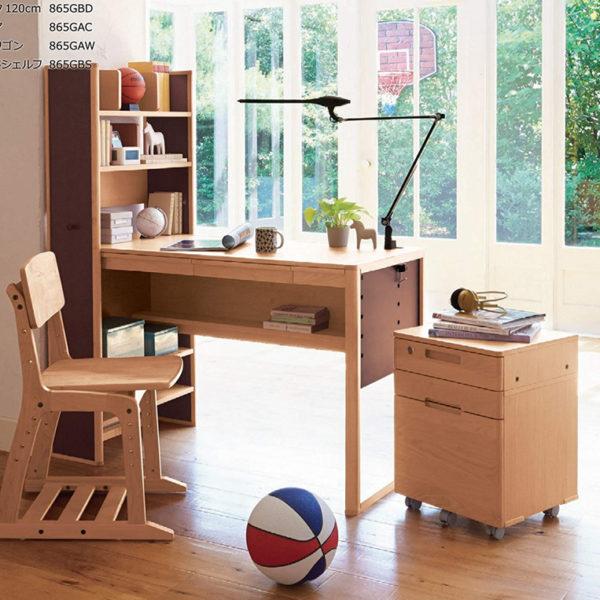 オカムラのソラノシリーズの学習机
