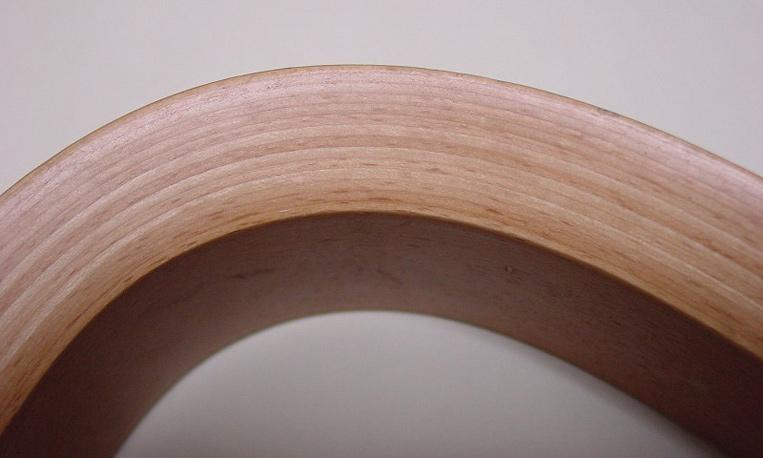 成型合板技術を使った家具