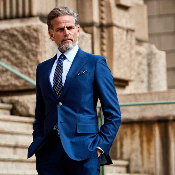 ゼニアのスーツを着た外国人男性