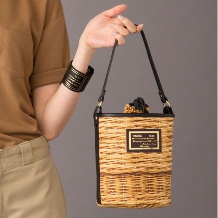 バスケットプリントのバケット型バッグ
