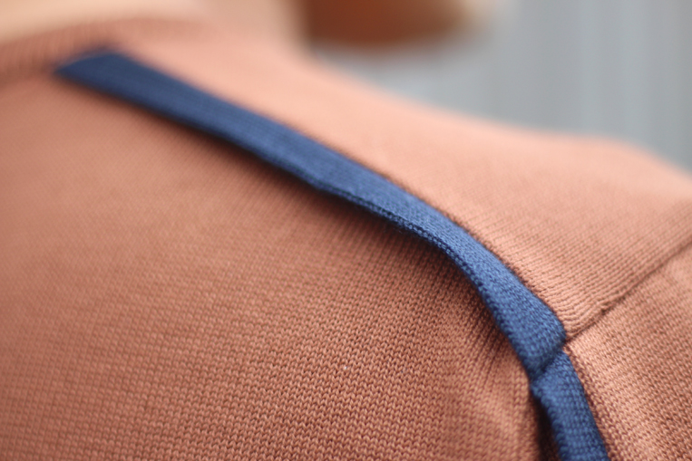 縫い付けられていないサイドライン