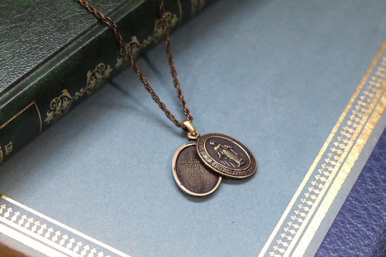 AMPJAPANの真鍮マリアネックレス