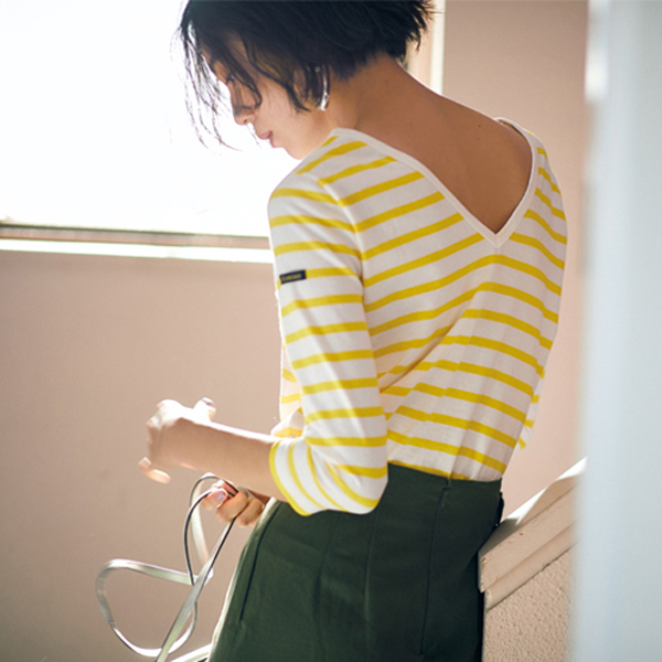 Le Minor / ルミノアのバスクシャツを着た女性