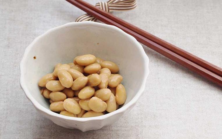 器に盛られた納豆